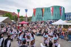 Fiesta International vor der Musikschule