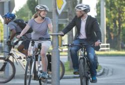 Fahrradfahrer an einer Ampel