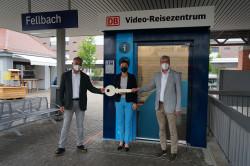 Bei der Schlüsselübergabe: Manfred Bandel, DB Vertrieb, Beatrice Soltys, Thomas S. Bopp, Verbands Region Stuttgart.
