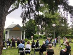 OB Gabriele Zull gedenkt mit Angehörigen und Betroffenen den Opfern der Corona-Pandemie