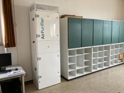 Ein Luftreinigungsgeräte in einem Klassenzimmer der Silcherschule