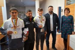 Timur Demir, Tariel Shavadze, Kevin Karl und Yasar Demir (von links) zusammen mit Oberbürgermeisterin Gabriele Zull beim Empfang im Rathaus