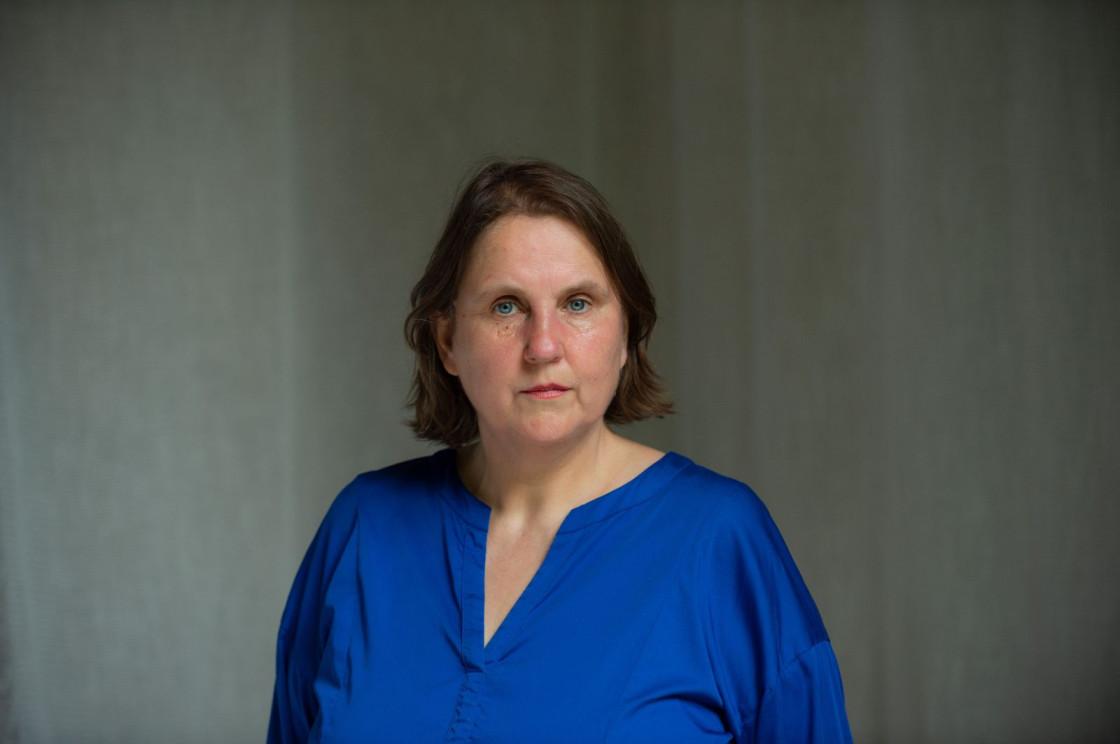 Kuratorin Elke aus dem Moore Triennale Kleinplastik 2022