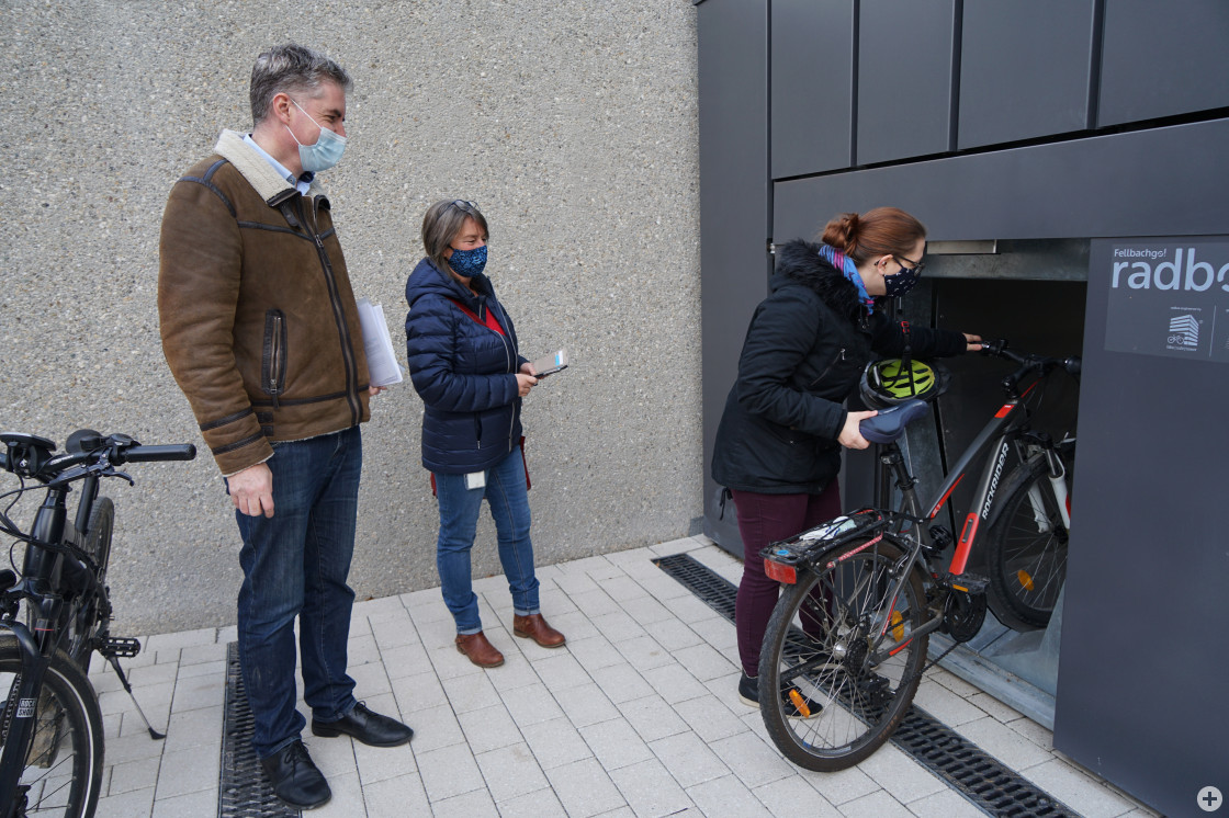 Das Fahrradparkhaus wird nun von Paten getestet