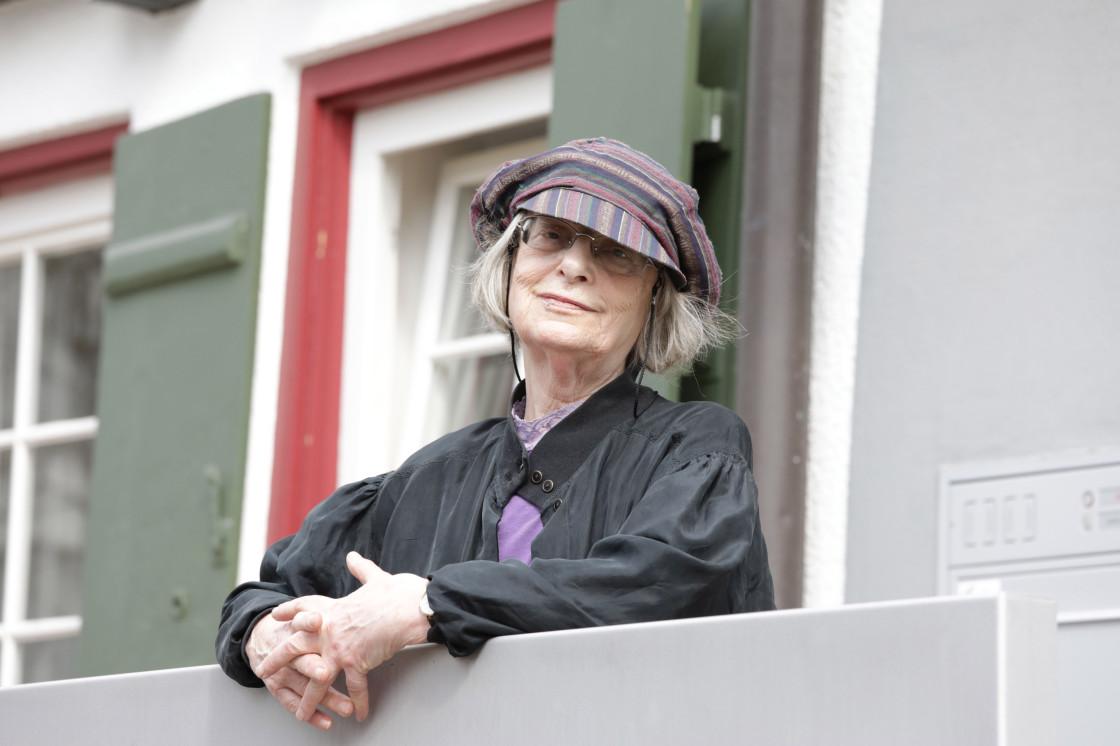 Elke Erb, Mörike-Preisträgerin 2018, vor dem StadtMuseum Fellbach