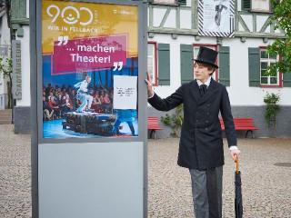 Wilhelm Amandus Auberlen vor dem StadtMuseum